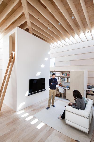 Uno spazio dove la luce naturale è valorizzata e sfruttata al meglio -Jérémie Souteyrat per Zoom Giappone-