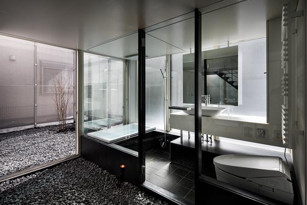 All'interno stesso della casa, gli abitanti possono avere l'impressione di trovarsi all'esterno. -Jérémie Souteyrat per Zoom Giappone-