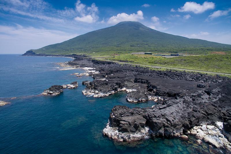 L'isola di Hachijo possiede due vulcani fra cui lo Hachijo Fuji che deve il suo nome alla forma simile a quella del celebre Monte Fuji. ©Jérémie Souteyrat per Zoom Giappone